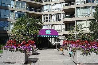 Photo 1: 20 GUILDWOOD PKWY in TORONTO: Condo for sale