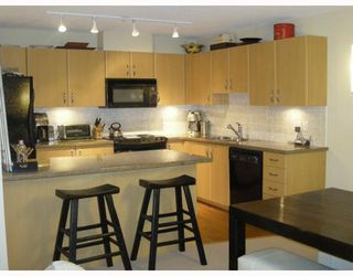 """Photo 3: 1101 720 HAMILTON Street in New_Westminster: Uptown NW Condo for sale in """"GENERATIONS"""" (New Westminster)  : MLS®# V661397"""
