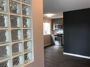 Photo 3: 646 2 Avenue NE in Calgary: Bridgeland/Riverside 4 plex for sale : MLS®# C4270812