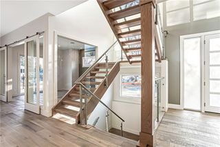 Photo 2: 3704 5 Avenue SW in Calgary: Spruce Cliff Detached for sale : MLS®# C4296636