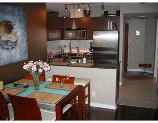 "Photo 3: 501 833 AGNES Street in New_Westminster: Downtown NW Condo for sale in ""NEWS"" (New Westminster)  : MLS®# V662444"