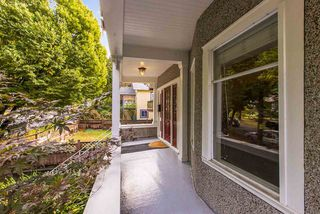 Photo 2: 1962 E 2ND AVENUE in Vancouver: Grandview Woodland House for sale (Vancouver East)  : MLS®# R2502754