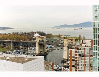 "Photo 8: PH1 1500 HOWE Street in Vancouver: False Creek North Condo for sale in ""DISCOVERY"" (Vancouver West)  : MLS®# V677666"