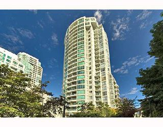 "Photo 1: PH1 1500 HOWE Street in Vancouver: False Creek North Condo for sale in ""DISCOVERY"" (Vancouver West)  : MLS®# V677666"