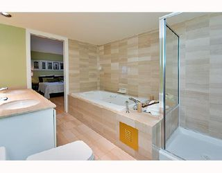 """Photo 7: PH1 1500 HOWE Street in Vancouver: False Creek North Condo for sale in """"DISCOVERY"""" (Vancouver West)  : MLS®# V677666"""