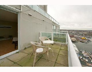 """Photo 10: PH1 1500 HOWE Street in Vancouver: False Creek North Condo for sale in """"DISCOVERY"""" (Vancouver West)  : MLS®# V677666"""