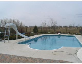 Photo 2: 401 MOORE in WSTPAUL: Middlechurch / Rivercrest Residential for sale (Winnipeg area)  : MLS®# 2807742