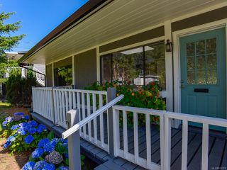 Photo 2: 1784 URQUHART Avenue in COURTENAY: CV Courtenay City House for sale (Comox Valley)  : MLS®# 821374