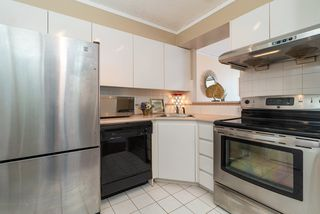 Photo 3: 1404 888 PACIFIC Street in Vancouver: Yaletown Condo for sale (Vancouver West)  : MLS®# R2400406