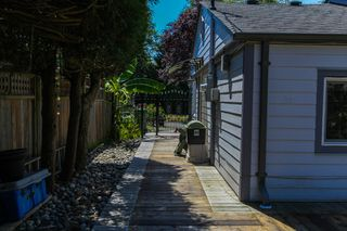 """Photo 16: 1148 MAPLEWOOD Crescent in North Vancouver: Norgate House for sale in """"NORGATE"""" : MLS®# R2439525"""