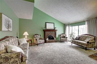 Photo 3: 283 QUEENSLAND Circle SE in Calgary: Queensland Detached for sale : MLS®# C4290754