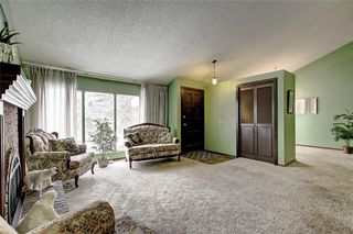 Photo 4: 283 QUEENSLAND Circle SE in Calgary: Queensland Detached for sale : MLS®# C4290754