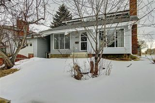 Photo 2: 283 QUEENSLAND Circle SE in Calgary: Queensland Detached for sale : MLS®# C4290754