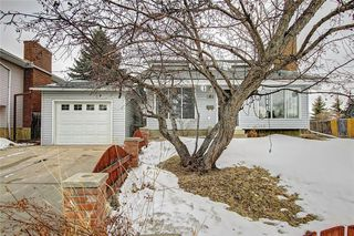 Photo 1: 283 QUEENSLAND Circle SE in Calgary: Queensland Detached for sale : MLS®# C4290754