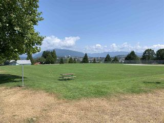 Photo 3: 3154 E 4TH Avenue in Vancouver: Renfrew VE House for sale (Vancouver East)  : MLS®# R2394217