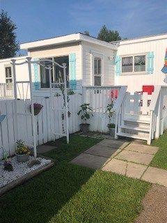 Main Photo: 403 Parkland Village M.H.P.: Rural Parkland County Mobile for sale : MLS®# E4170973