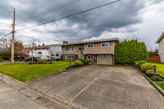 Photo 1: 46484 GILBERT Avenue in Chilliwack: Fairfield Island House for sale : MLS®# R2447592