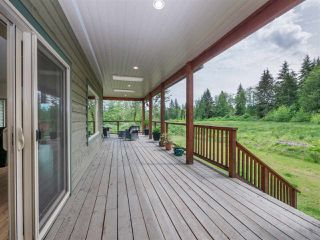 """Photo 3: 1900 PORT MELLON Highway in Gibsons: Gibsons & Area House for sale in """"Williamsons Landing"""" (Sunshine Coast)  : MLS®# R2447913"""