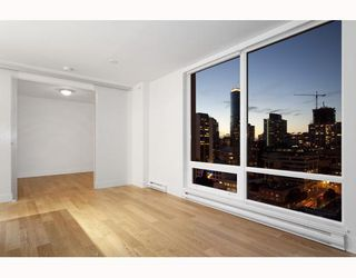 "Photo 6: 1705 565 SMITHE Street in Vancouver: Downtown VW Condo for sale in ""VITA"" (Vancouver West)  : MLS®# V794990"