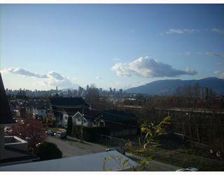 "Photo 3: 401 1688 E 8TH Avenue in Vancouver: Grandview VE Condo for sale in ""LA RESIDENZA"" (Vancouver East)  : MLS®# V698942"