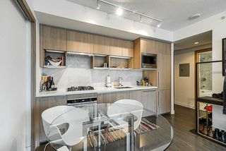 Photo 8: 1018 68 SMITHE Street in Vancouver: Downtown VW Condo for sale (Vancouver West)  : MLS®# R2391666