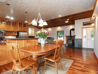 Photo 10: 922 Latoria Rd in VICTORIA: La Olympic View Single Family Detached for sale (Langford)  : MLS®# 823332