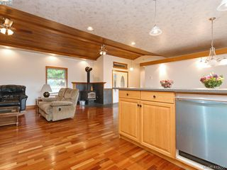 Photo 8: 922 Latoria Rd in VICTORIA: La Olympic View Single Family Detached for sale (Langford)  : MLS®# 823332