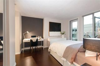 Photo 3: : Condo for sale : MLS®# r2405021