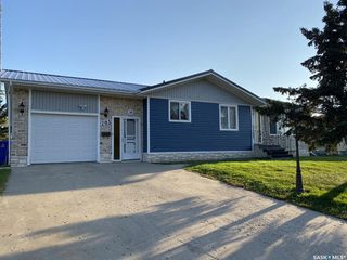 Photo 1: 205 River Heights Drive in Langenburg: Residential for sale : MLS®# SK819789