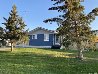 Photo 2: 205 River Heights Drive in Langenburg: Residential for sale : MLS®# SK819789