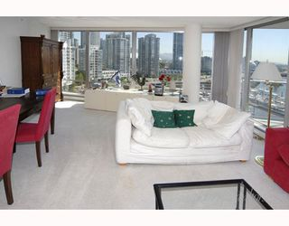 """Photo 7: 1202 1228 MARINASIDE Crescent in Vancouver: False Creek North Condo for sale in """"CRESTMARK II"""" (Vancouver West)  : MLS®# V649962"""