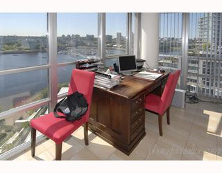 """Photo 9: 1202 1228 MARINASIDE Crescent in Vancouver: False Creek North Condo for sale in """"CRESTMARK II"""" (Vancouver West)  : MLS®# V649962"""