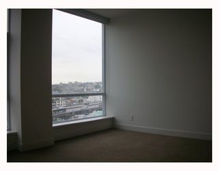 """Photo 7: 1203 1455 HOWE Street in Vancouver: False Creek North Condo for sale in """"POMARIA"""" (Vancouver West)  : MLS®# V671821"""