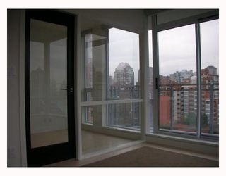"""Photo 8: 1203 1455 HOWE Street in Vancouver: False Creek North Condo for sale in """"POMARIA"""" (Vancouver West)  : MLS®# V671821"""