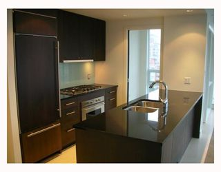 """Photo 2: 1203 1455 HOWE Street in Vancouver: False Creek North Condo for sale in """"POMARIA"""" (Vancouver West)  : MLS®# V671821"""