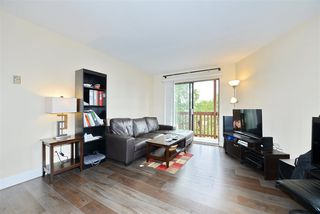 Photo 3: 6 636 E 8TH Avenue in Vancouver: Mount Pleasant VE Condo for sale (Vancouver East)  : MLS®# R2395289