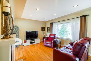 Photo 3: 7255 BARNET Road in Burnaby: Westridge BN House for sale (Burnaby North)  : MLS®# R2402555