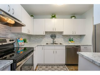 "Photo 9: 105 15991 THRIFT Avenue: White Rock Condo for sale in ""ARCADIAN"" (South Surrey White Rock)  : MLS®# R2441323"
