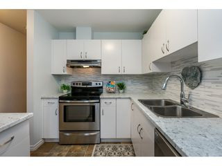 "Photo 8: 105 15991 THRIFT Avenue: White Rock Condo for sale in ""ARCADIAN"" (South Surrey White Rock)  : MLS®# R2441323"