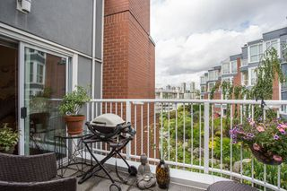 "Photo 11: 1557 MARINER Walk in Vancouver: False Creek Townhouse for sale in ""The Lagoons"" (Vancouver West)  : MLS®# R2465429"
