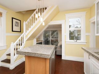 Photo 6: 2516 Belmont Ave in Victoria: Vi Oaklands Single Family Detached for sale : MLS®# 841512