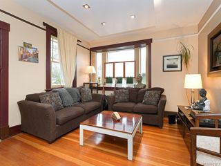 Photo 2: 2516 Belmont Ave in Victoria: Vi Oaklands Single Family Detached for sale : MLS®# 841512