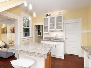 Photo 7: 2516 Belmont Ave in Victoria: Vi Oaklands Single Family Detached for sale : MLS®# 841512