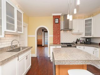 Photo 8: 2516 Belmont Ave in Victoria: Vi Oaklands House for sale : MLS®# 841512