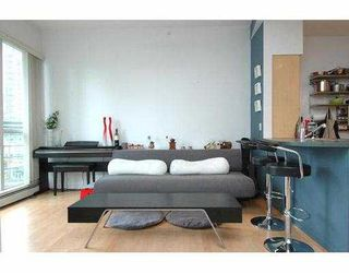 """Photo 3: 710 1018 CAMBIE Street in Vancouver: Downtown VW Condo for sale in """"YALETOWN LIMITED"""" (Vancouver West)  : MLS®# V643037"""