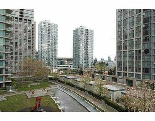"""Photo 2: 710 1018 CAMBIE Street in Vancouver: Downtown VW Condo for sale in """"YALETOWN LIMITED"""" (Vancouver West)  : MLS®# V643037"""