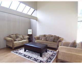 Photo 2: 6363 BUCKINGHAM Drive in Burnaby: Buckingham Heights House for sale (Burnaby South)  : MLS®# V656427