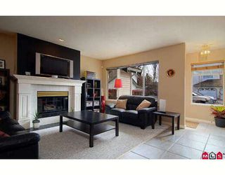 """Photo 2: 104 10308 155A Street in Surrey: Guildford Townhouse for sale in """"PADDINGTON PLACE"""" (North Surrey)  : MLS®# F2811368"""