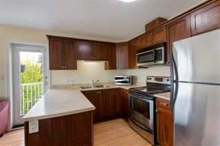 """Photo 4: 301 624 SHAW Road in Gibsons: Gibsons & Area Condo for sale in """"The Rosewood"""" (Sunshine Coast)  : MLS®# R2458197"""