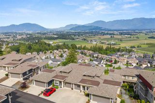 "Photo 3: 30 6026 LINDEMAN Street in Chilliwack: Promontory Townhouse for sale in ""Hillcrest"" (Sardis)  : MLS®# R2468774"